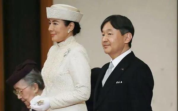 日本新天皇德仁正式即位