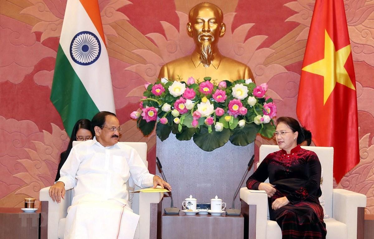 国会主席阮氏金银会见印度副总统奈杜