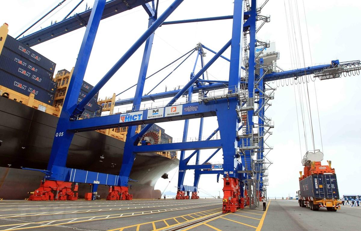 海防国际集装箱港迎来迄今最大吨位的集装箱船