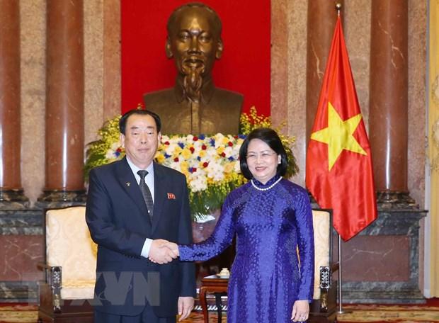 邓氏玉盛会见朝鲜中央法院代表团