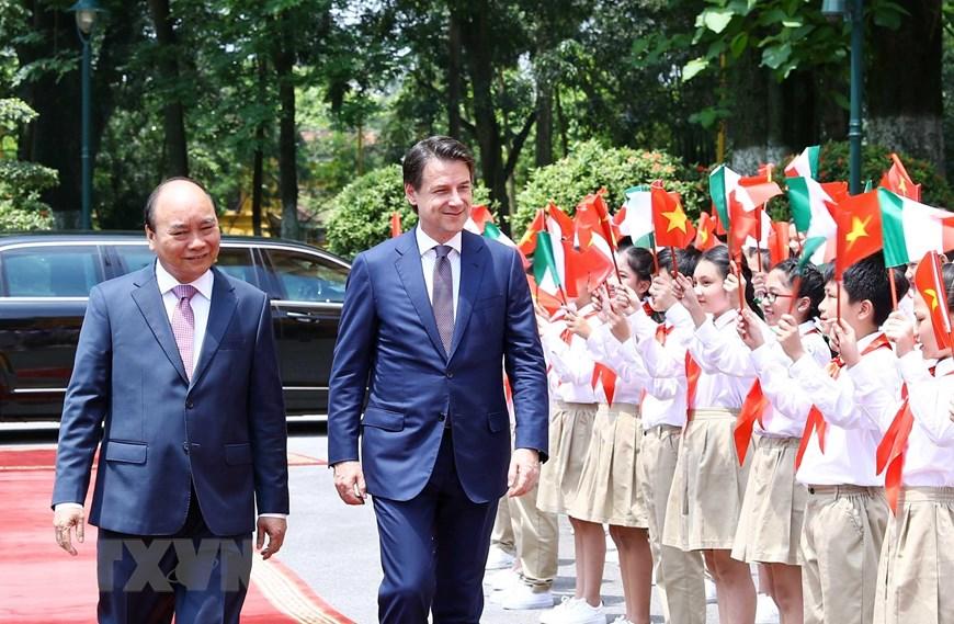 政府总理阮春福主持意大利总理到访访越欢迎仪式