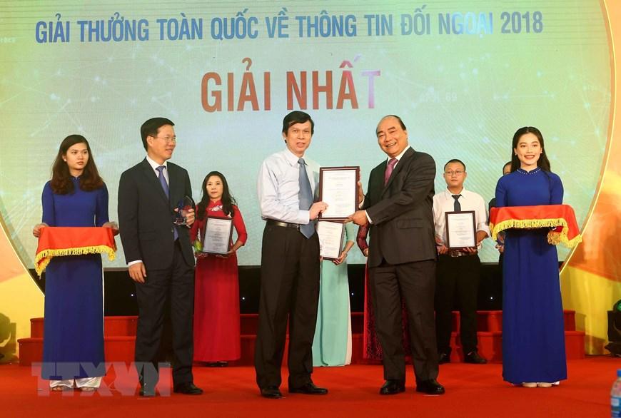 政府总理阮春福出席2018年全国对外新闻奖