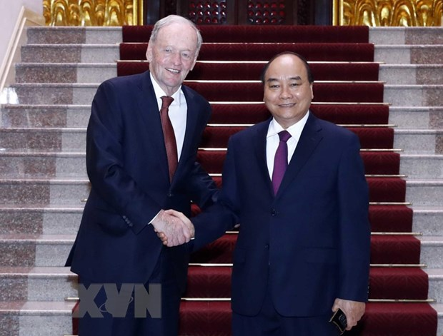 政府总理阮春福会见加拿大前总理