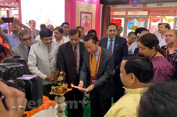 越企参加在印度举行的国际丝绸博览会