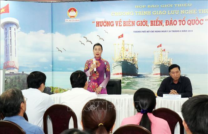 胡志明市心系祖国边境和海洋海岛