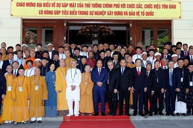 阮春福总理会见全国典范宗教神职人员代表