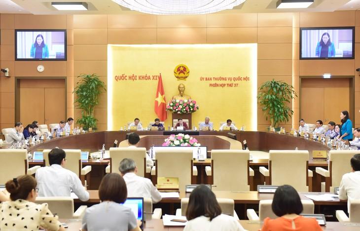越南国会常委会第三十七次会议闭幕