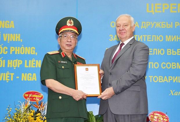 越南国防部副部长阮志咏荣获俄罗斯友谊勋章