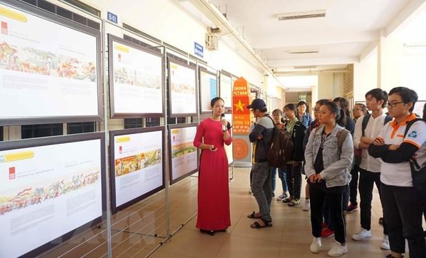 有关黄沙和长沙地图资料展在胡志明市举行