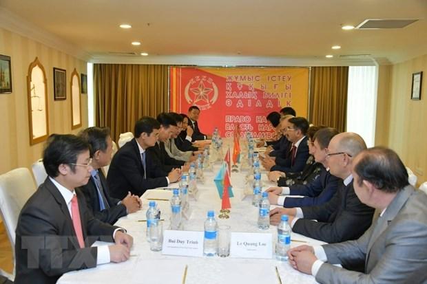 越共中央宣教部部长对哈萨克斯坦进行正式访问