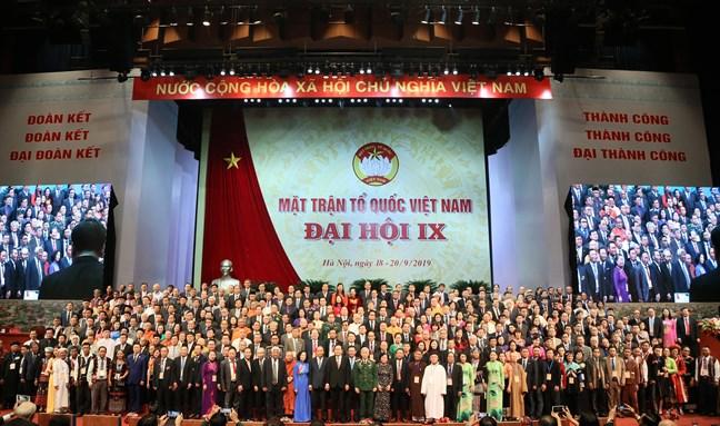 陈青敏同志再次当选越南祖国阵线第九届中央委员会主席