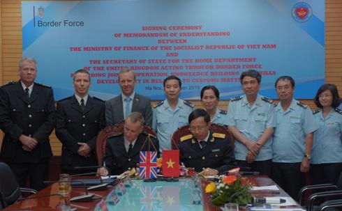 越南海关与英国边境部队管理局加强业务合作