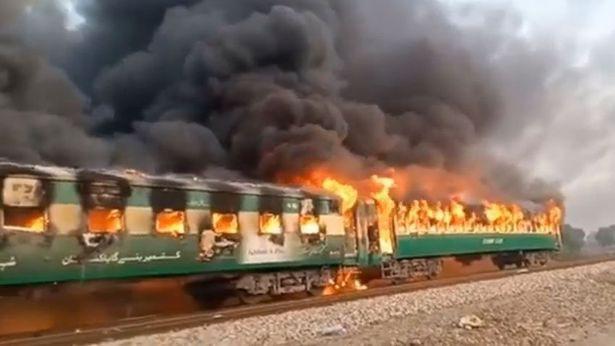 巴基斯坦一旅客列车起火致65人死亡