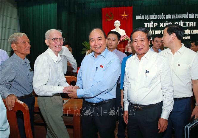 阮春福总理会见海防市选民