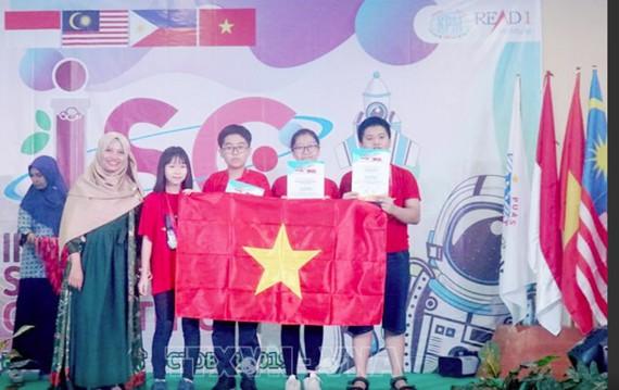 越南学生在国际学科竞赛上荣获4枚金牌
