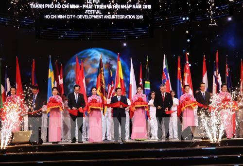"""""""胡志明市-发展与融合""""艺术节 加强胡市与各国的友谊和团结"""