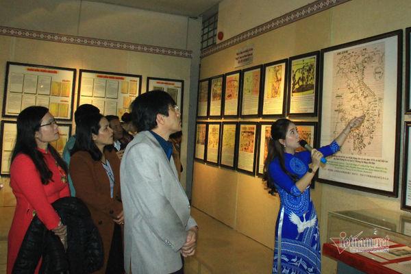"""""""黄沙、长沙归属越南:历史证据和法律依据""""地图和资料展在昆嵩省举行"""