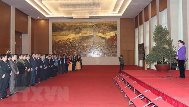 国会主席阮氏金银向国会直属单位领导和全体干部人员拜年