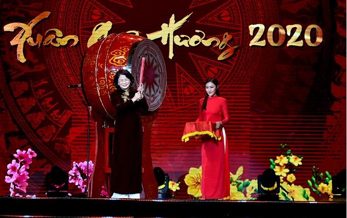 """约1500名越南侨胞出席2020年""""家乡之春""""文艺晚会"""