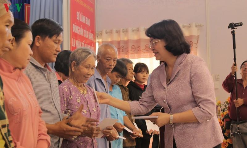 国家副主席邓氏玉盛在前江和隆安省展开春节慰问活动