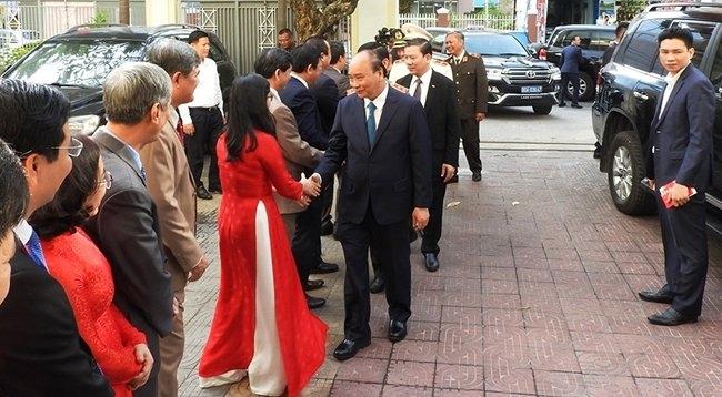 越南政府总理阮春福向岘港市部分单位拜年