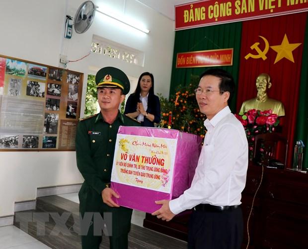 越南党、国家领导人分赴各地拜早年