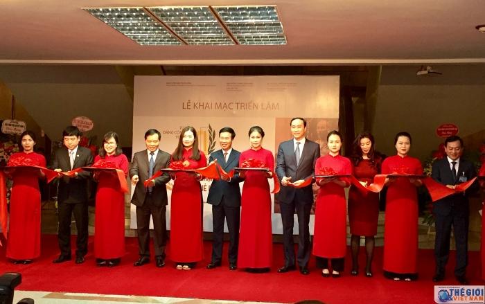 """""""越南共产党90周年——辉煌征程""""专题展在河内举行"""