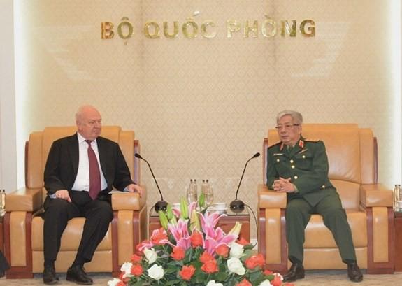 越南国防部副部长阮志会见俄罗斯联邦驻越大使