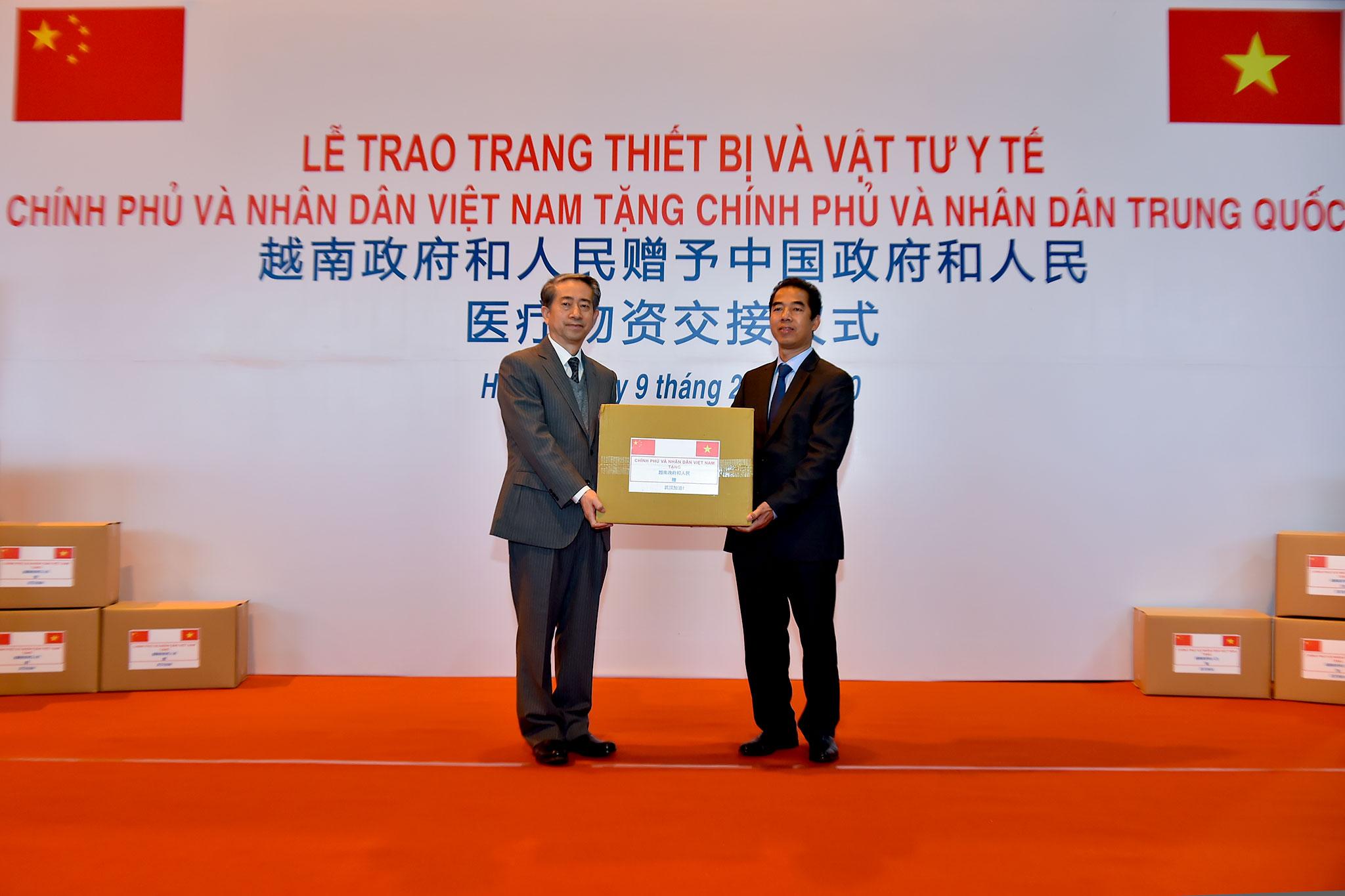 越南政府和人民赠予中国政府和人民医疗物资交接仪式在河内举行