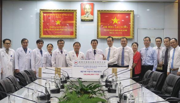 中国驻胡志明市总领事探访胡志明市大水镬医院