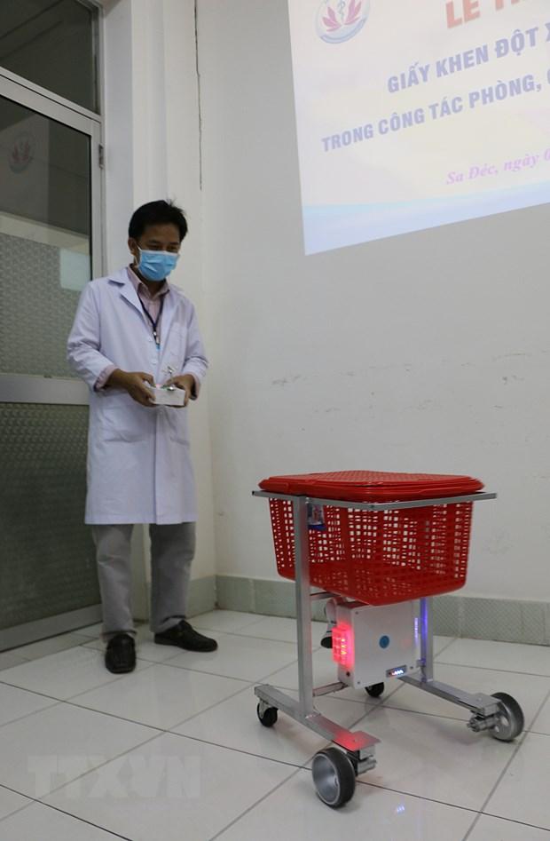 新冠肺炎疫情:越南医生自主研制医疗服务机器人