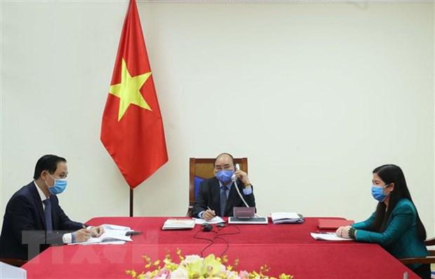 政府总理阮春福与韩国总统文在寅通电话