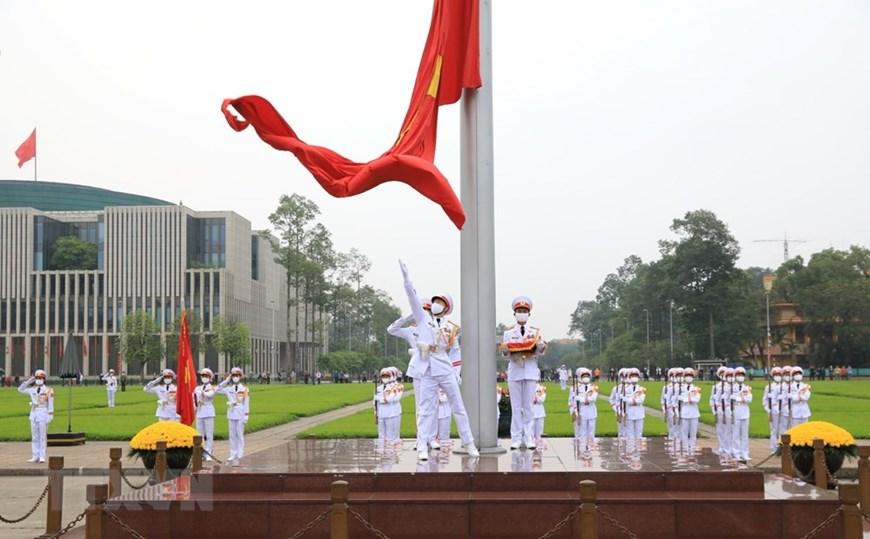 国家统一45周年:巴亭广场上的升旗仪式
