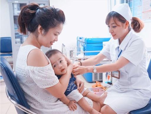 世卫组织和联合国儿童基金会为越南的儿童预防接种工作提供协助