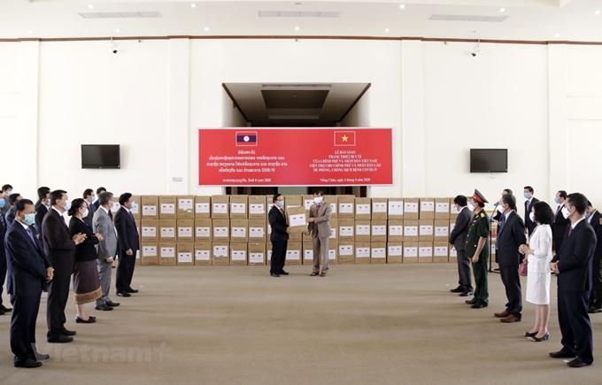 老挝高度评价越南提供的抗疫援助