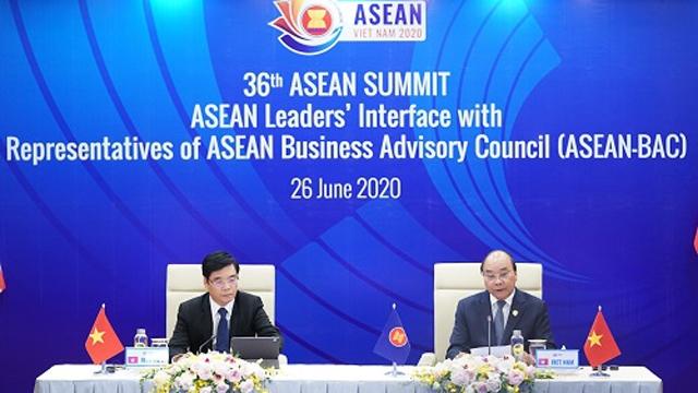 政府总理阮春福主持东盟领导人与东盟商务咨询理事会对话会
