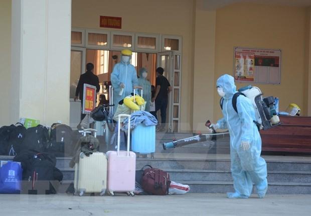 搭载在新越南公民的航班安全抵达芹苴机场