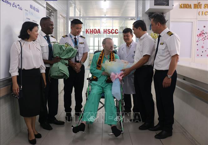 英国媒体纷纷报道越南第91例新冠肺炎病例英国飞行员出院回国的消息