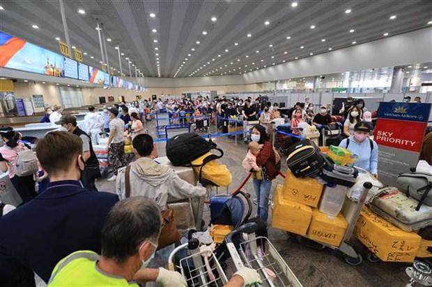 搭载近300名在俄越南公民的航班抵达芹苴国际机场