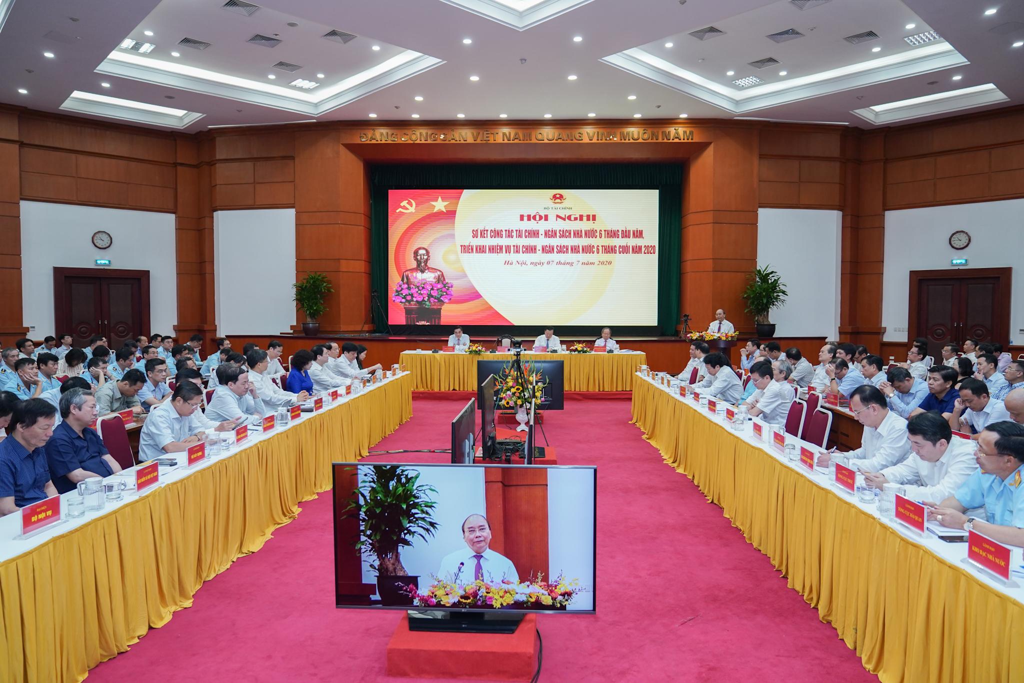阮春福总理出席国家财政预算工作上半年总结会议