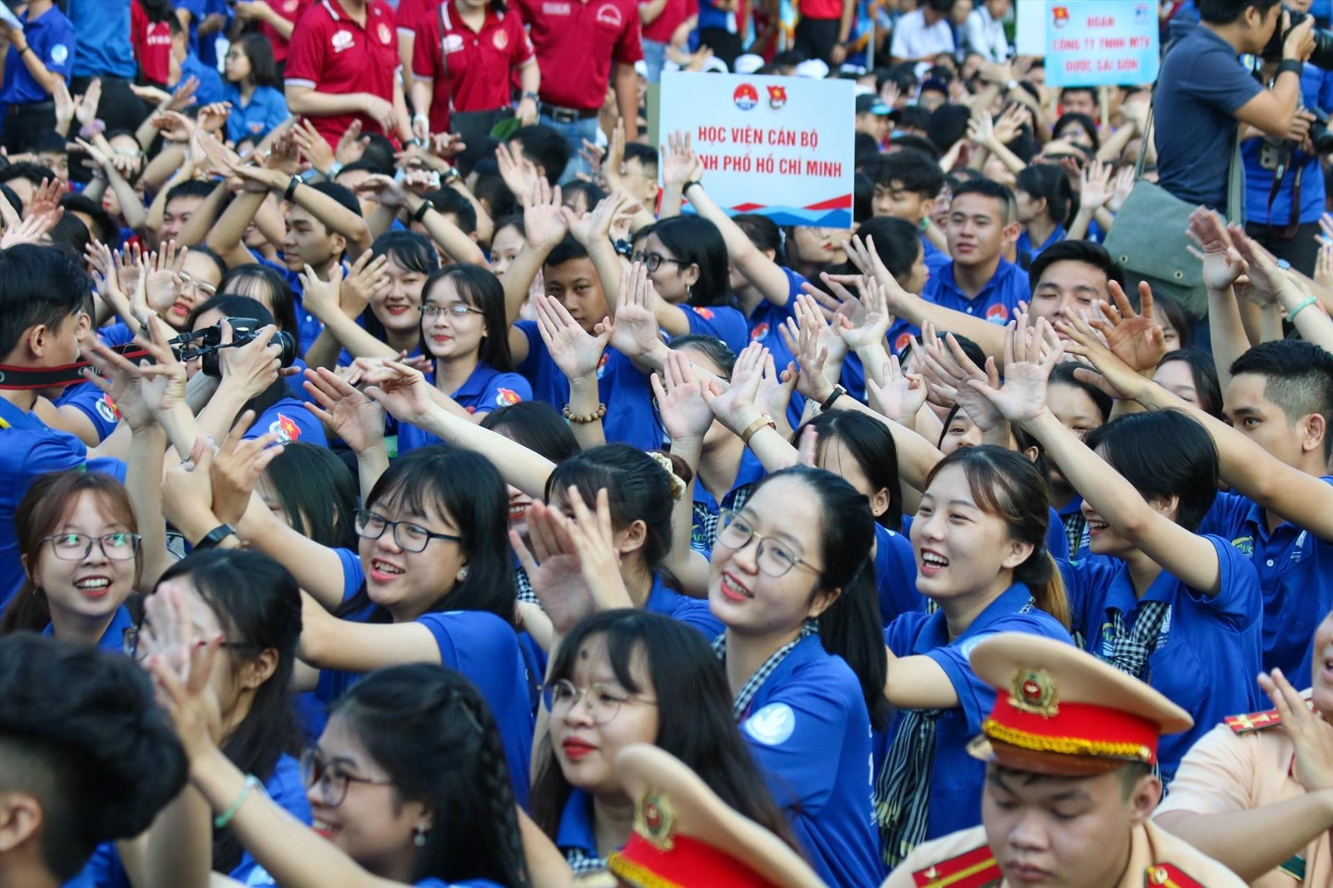 胡志明市正式启动2020年夏季志愿者活动
