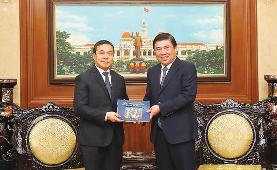 胡志明市重视发展与老挝和匈牙利各地方的合作关系