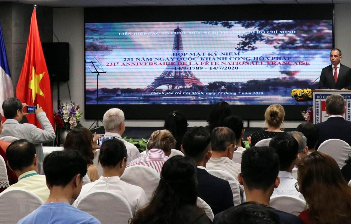 加强越南和法国人民之间的友好关系