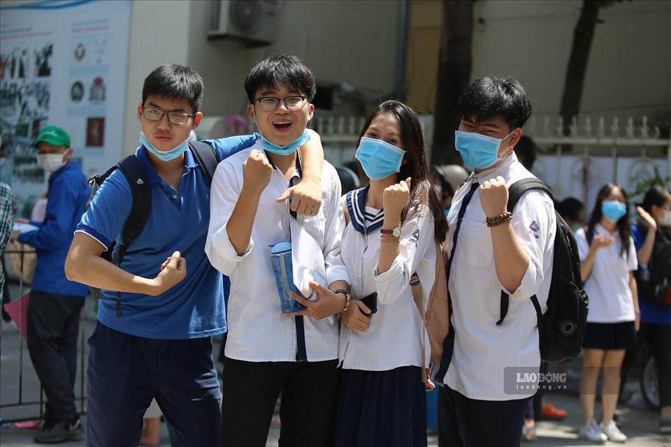 """越南2020年""""历史性高考""""落幕  考生展笑颜"""