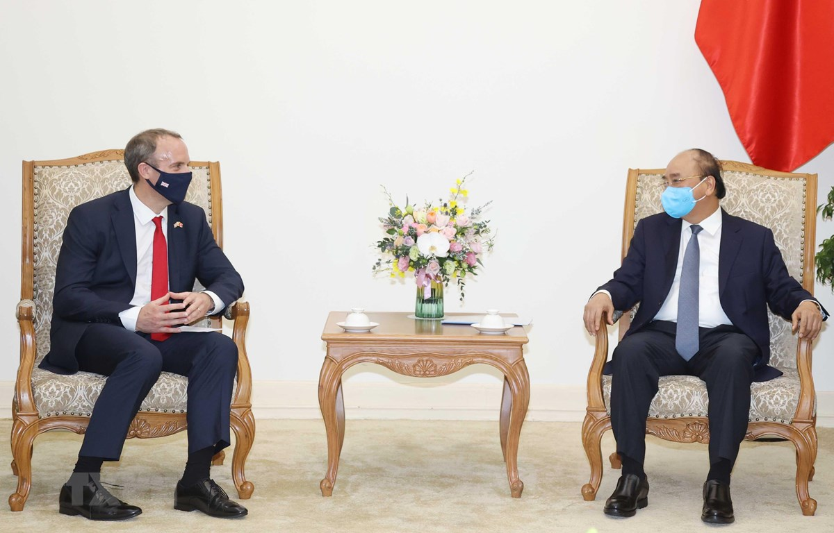 越南政府总理阮春福会见英国外交发展部大臣拉布