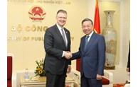 推动越南与美国关系继续深入发展