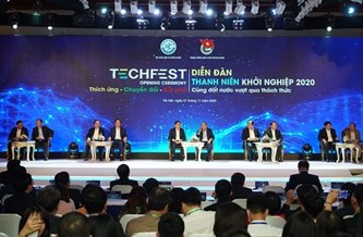 政府总理阮春福与投资者、专家、创业青年和初创企业进行对话