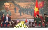越南国防部长吴春历会见美国国家安全顾问罗伯特·奥布莱恩