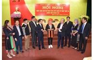 越共中央书记处常务书记陈国旺会见安沛省选民
