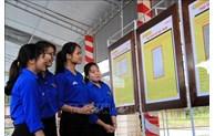 """""""黄沙、长沙归属越南——历史证据和法理依据""""地图资料展在大叻市举行"""